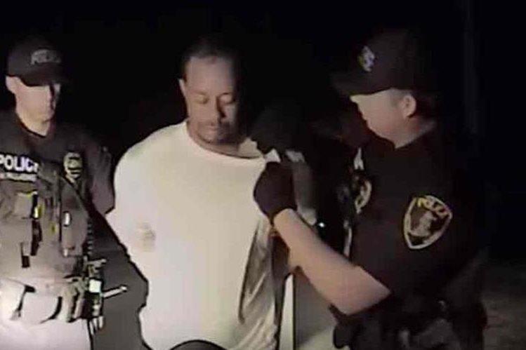 Video difundido por la policía muestra el arresto al golfista Tiger Woods. (Foto Redes).