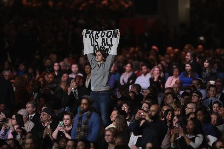 Los asistentes ovacionaron al presidente de Estados Unidos.