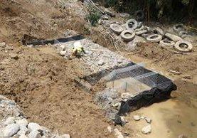 Lugar donde quedaron soterrados tres trabajadores de Covial, en el km 189 de la ruta de Retalhuleu a Quetzaltenango. (Foto Prensa Libre: Rolando Miranda)