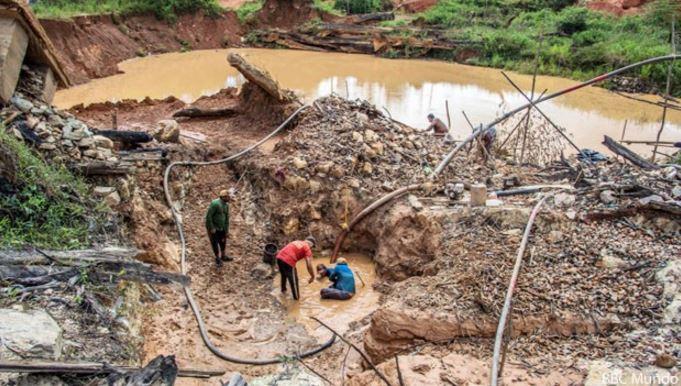 (Imagen de referencia). Trabajadores en una mina de Bolivar, Venezuela. (Foto: efectococuyo.com).