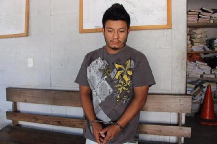 El reo Mario Roberto López Santiago fue recapturado en Poptún, Petén. (Foto Prensa Libre: PNC)