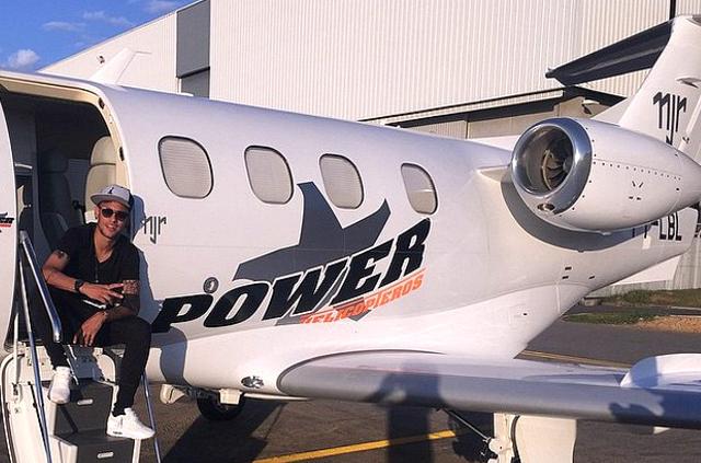 Neymar posee un jet personalizado con sus iniciales. (Foto Prensa Libre: Instagram Neymar)