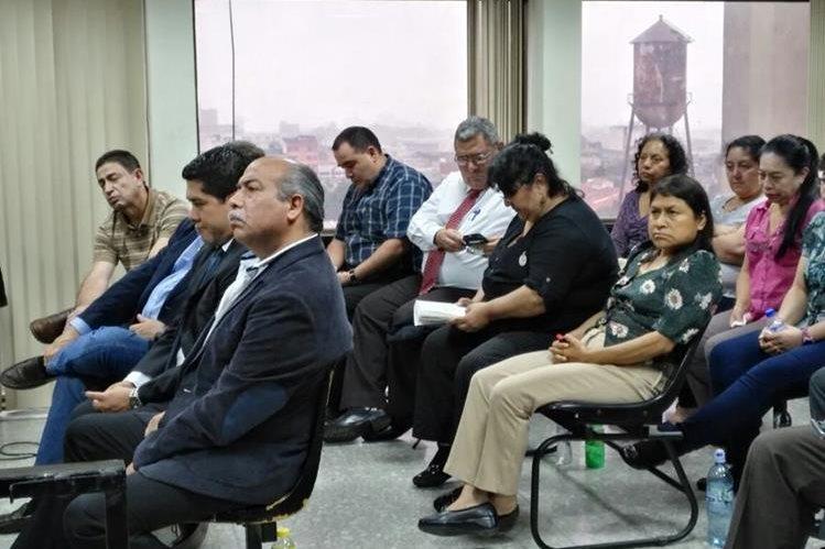 Implicados en caso IGSS Pisa durante audiencia en Tribunal Undécimo Penal. (Foto Prensa Libre: La Red)