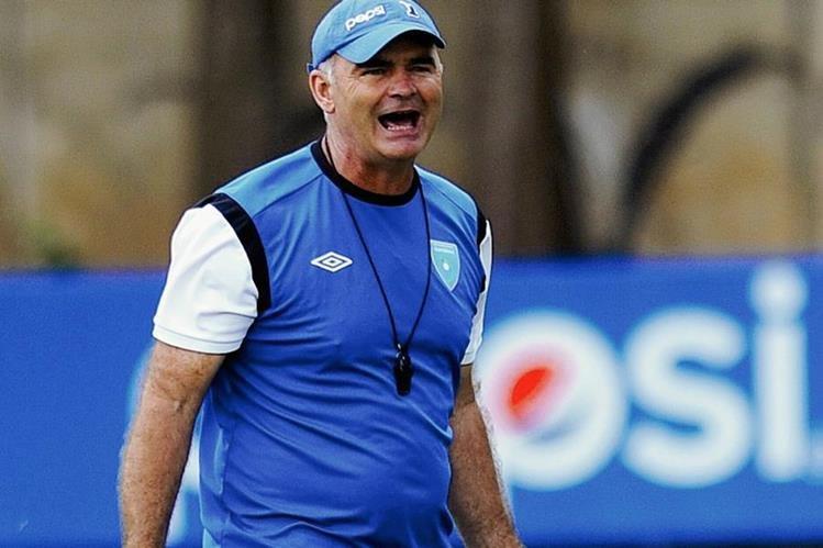 Sopegno sigue experimentando alineaciones en la Selección Nacional y parece aún no decidirse. (Foto Prensa Libre: Francisco Sánchez)