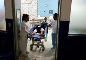 Un agente de la PNC fue herido al intentar detener a un hombre que les disparó a dos personas. (Foto Prensa Libre: Hugo Oliva)