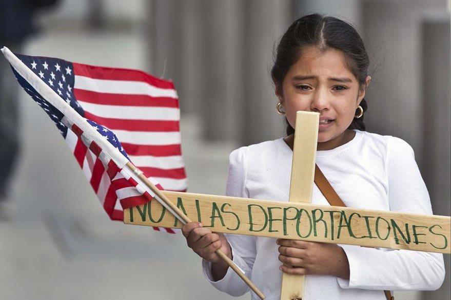 Una niña participa en una marcha en EE. UU. contra las deportaciones. (Foto: lajornadadigital.do).