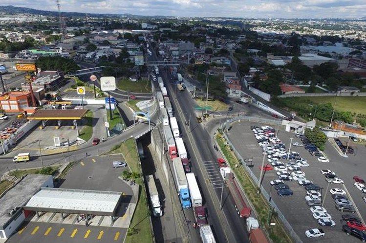 Durante nueve días, transportistas paralizaron labores entre octubre y noviembre del año pasado. (Foto Prensa Libre: Hemeroteca PL)
