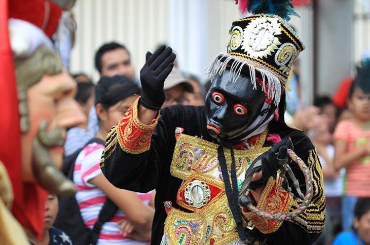El baile fue organizado por los 50 años de la colonia Primero de Julio.