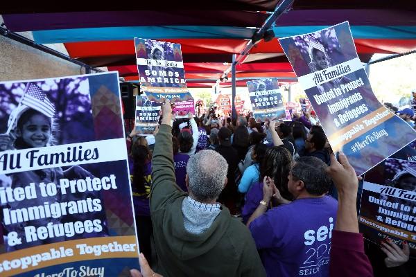 Defensores de inmigrantes se manifiestan en Washington DC. (AP).