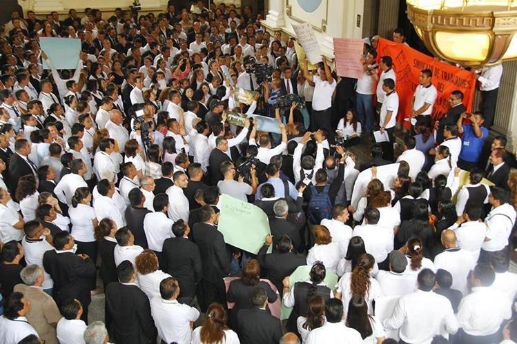 Contraloría General de Cuentas audita al Congreso de la república, mal cálculo costó Q16 millones al Legislativo. (Foto Prensa Libre: Hemeroteca PL)
