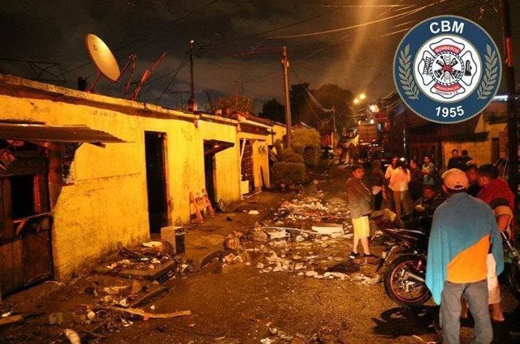 La viviendas de una cuadra completa se inundaron en la colonia Guajitos zona 21. (Foto Prensa Libre: CBM)