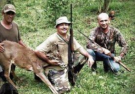 La pesca es otra de las aficiones del congresista del partido de gobierno Ferdy Elías —derecha—. (Foto Prensa Libre: Cortesía)