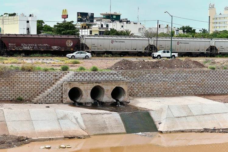 """En Culiacán, estado de Sinaloa, México, al fondo una de las propiedades del fugitivo Joaquín """"El Chapo"""" Guzmán.(Foto Prensa Libre:AFP)."""