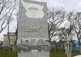 El monumento que conmemora a los muertos de la Segunda Guerra en Shikotan, una de las cuatro islas disputadas por Rusia y Japón. GETTY IMAGES