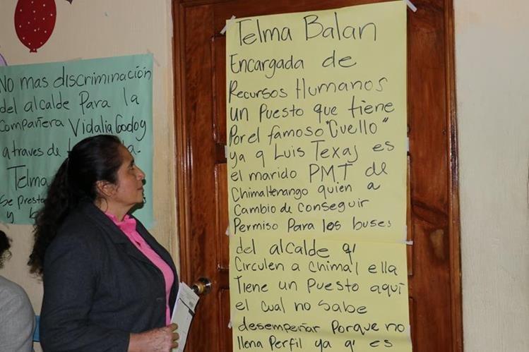 Vidalia Godoy asegura que durante varios meses le entregó Q200 mensuales al jefe edil, de El Tejar, Chimaltenango. (Foto Prensa Libre: Víctor Chamalé)