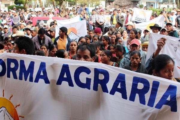 Campesinos demandan  detener desalojos.