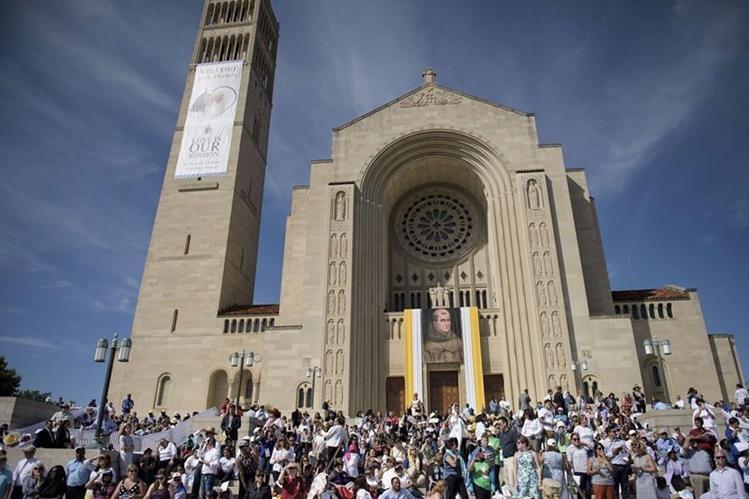 La canonización tuvo lugar en la parroquia de la Inmaculada Concepción de María en Washington. (Foto Prensa Libre: AFP).