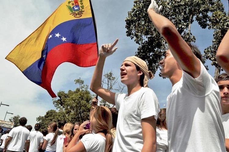 Cada día crece el número de personas que se suman a las manifestaciones en Venezuela, donde se acentúa la crisis. (Foto Prensa Libre: Hemeroteca PL).