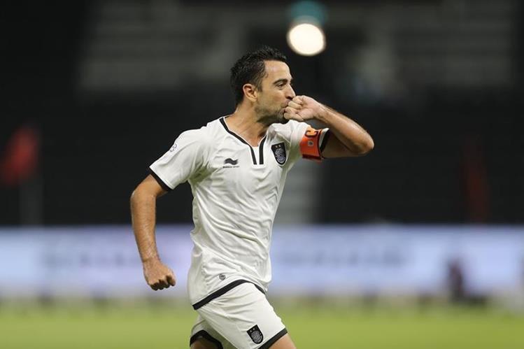 Xavi Hernández festeja un gol de su equipo el Al Sadd frente al Al Rayyan en el clásico catarí. (Foto Prensa Libre: AFP).