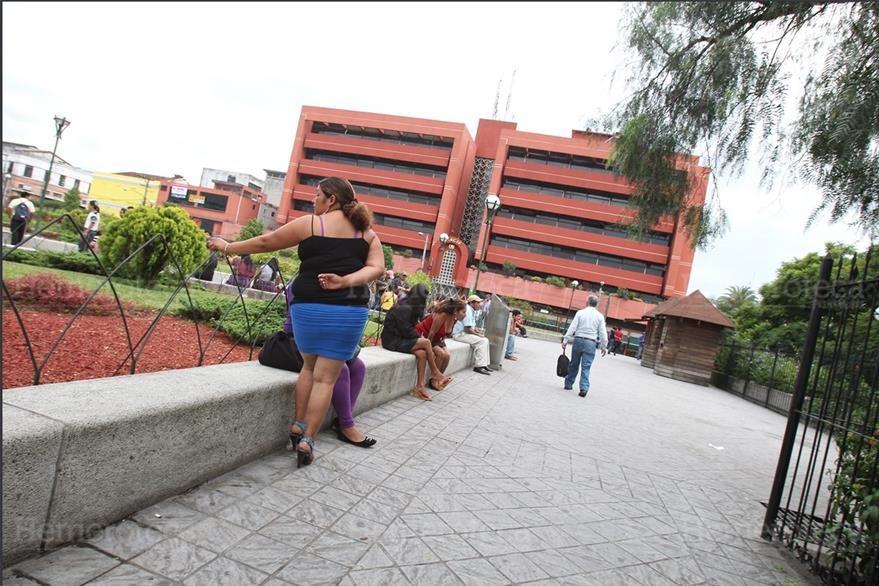 16/8/12 Parque Gómez Carrillo o Concordia es convertido un centro de prostitución. (Foto: Hemeroteca PL)