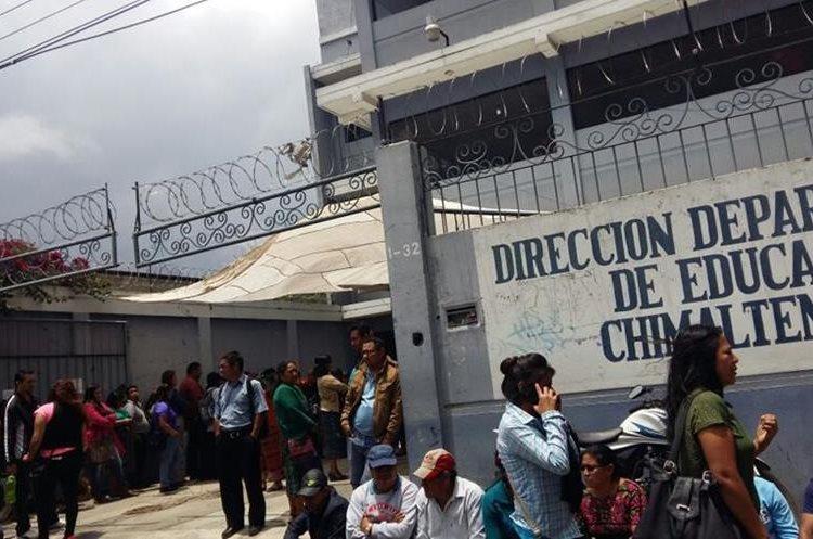 La Dirección Departamental de Educación de Chimaltenango fue tomada por maestros.