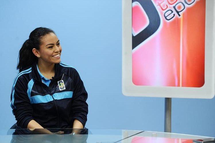 La raquetbolista durante La Entrevista de Tododeportes (Foto Prensa Libre: Francisco Sánchez)