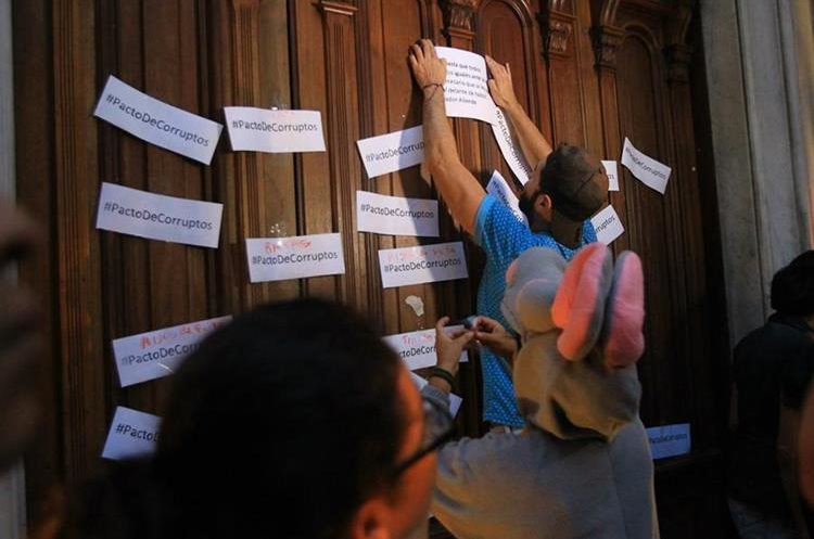 """Las modificaciones al Código Penal, hechas este día, fueron calificadas como un """"pacto corrupto""""."""