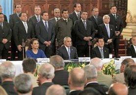 Otto Pérez Molina y Roxana Baldetti ejercían sus cargos como presidente y vicepresidenta cuando fueron señalados por el MP y la CICIG en Guatemala como presuntos jefes de la red de defraudación aduanera La Línea. (Foto Prensa Libre: Hemeroteca)
