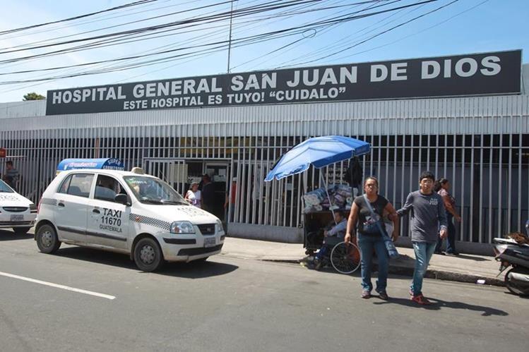 En el Hospital General San Juan de Dios se reciben, todos los días, cinco a siete reportes de personas abandonadas. (Foto Prensa Libre: Hemeroteca PL)