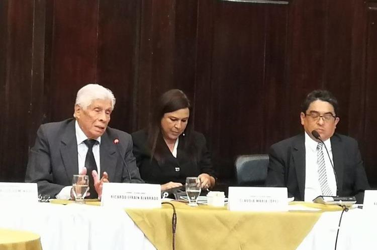 Los tres aspirantes a PDH expusieron sus planes de trabajo antes los diputados jefes de bancadas. (Foto Prensa Libre: Jessica Gramajo)