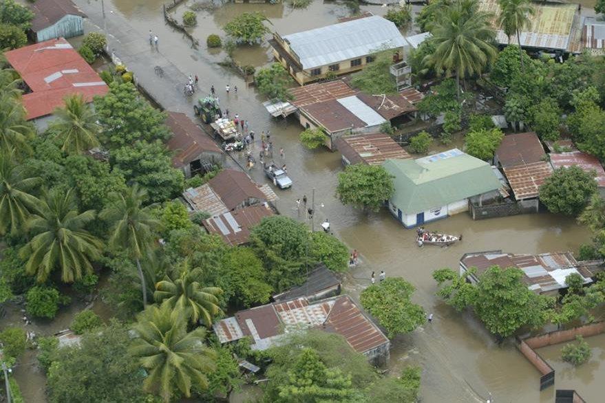 Inundaci—ón en Aldea Cerro Colorado, Nueva Concepci—ón, Escuintla. (Foto Prensa Libre: Hemeroteca PL)