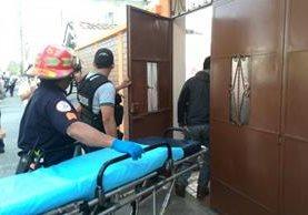 """<p>Bomberos llegaron para auxiliar a la mujer que iba a ser secuestrada en la zona 5. (Foto Prensa Libre. É. Ávila)<br _mce_bogus=""""1""""></p>"""
