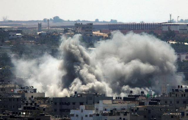 Bombardeo aéreo en Gaza deja un menor muerto. (Foto Prensa Libre: EFE)