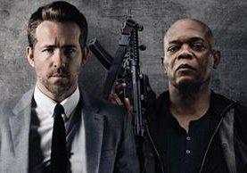 Ryan Reynolds y Samuel L. Jackson protagonizan una película llena de acción y humor (Foto Prensa Libre: servicios).