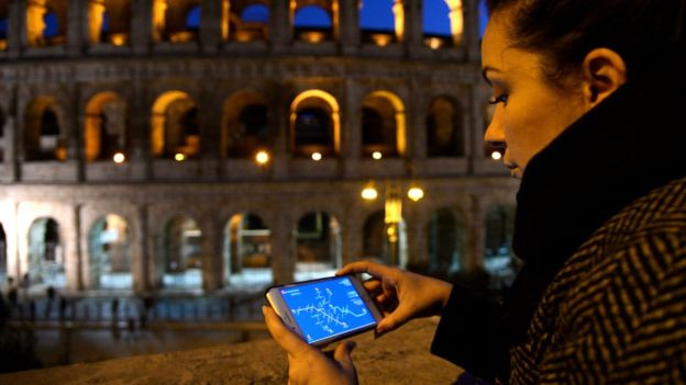 La nueva función puede ser útil para compartir nuestra localización durante la noche o en momentos en los que nos sintamos inseguros. AFP