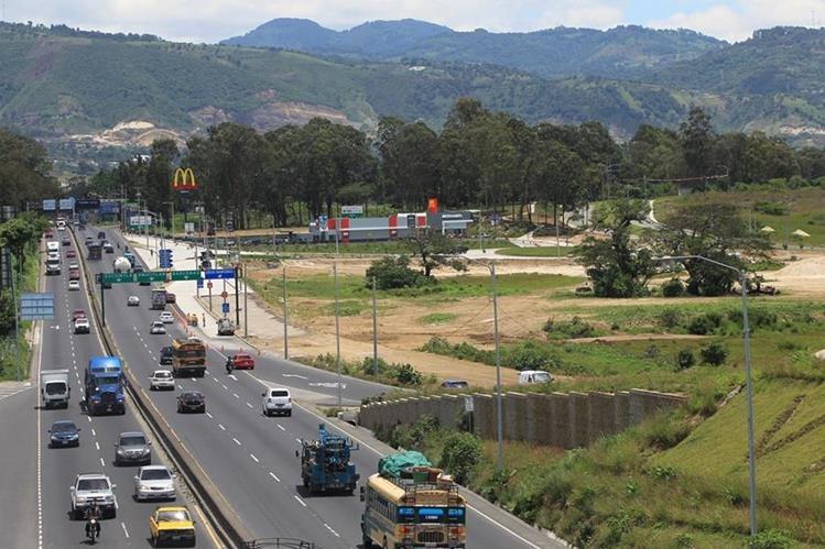 Vista del área donde se construye el centro comercial La Arboleda en el Km 21 ruta al Pacífico. (Foto Prensa Libre: Esbin García)