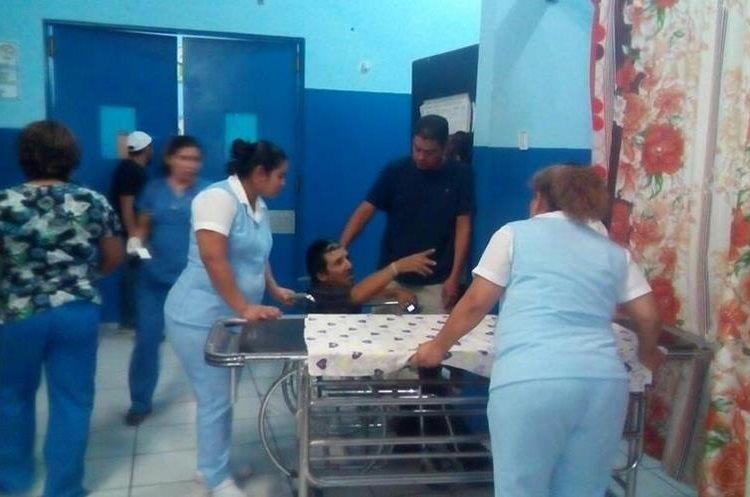 Los heridos fueron trasladados al Hospital Regional de Zacapa. Foto Prensa Libre: Mario Morales.