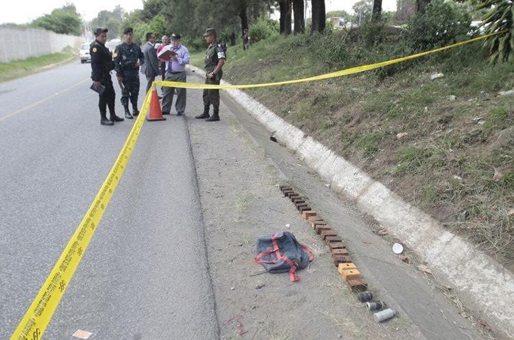 La escena fue acordonada como medida de seguridad. (Foto Prensa Libre: Érick Ávila)