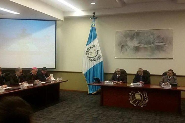El presidente Otto Pérez Molina se reunió con el G-13 ampliado, que constituye el grupo de países y organismos cooperantes en Guatemala. (Foto Prensa Libre: Esvin García)
