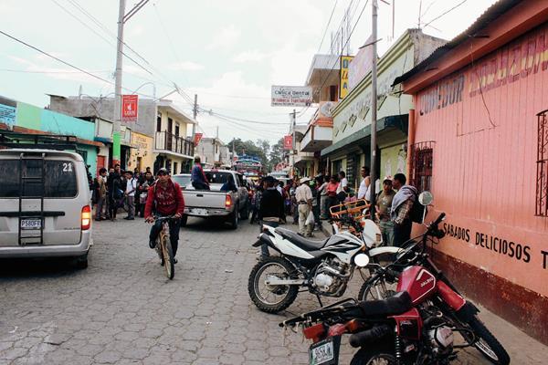 El menor habría muerto de forma accidental, en Tecpán Guatemala, Chimaltenango. (Foto Prensa Libre: José Rosales)