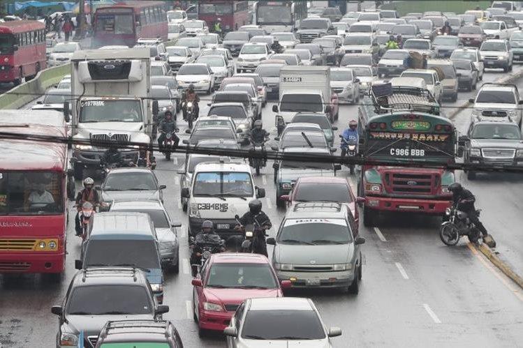 El tránsito vehícular se incrementa los últimos fines de semana del año. (Foto Prensa Libre: Hemeroteca PL)