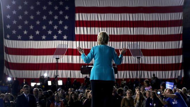 Hillary Clinton quiere poner a Estados Unidos en la lista de países con mujeres en el máximo puesto de poder. ¿Lo logrará? GETTY IMAGES