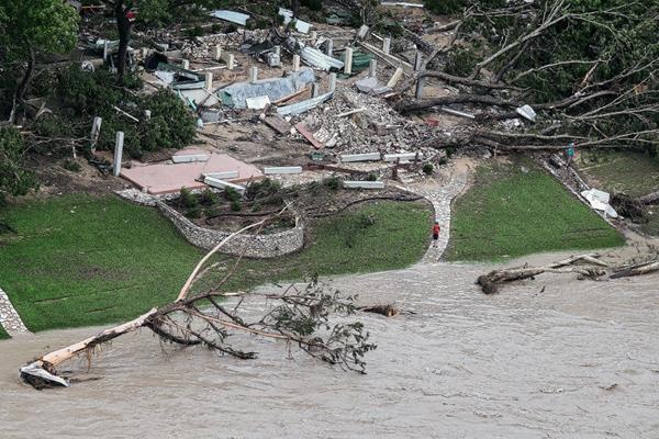 El río Blanco River causa inundaciones en Wimberley, Texas, Estados Unidos.