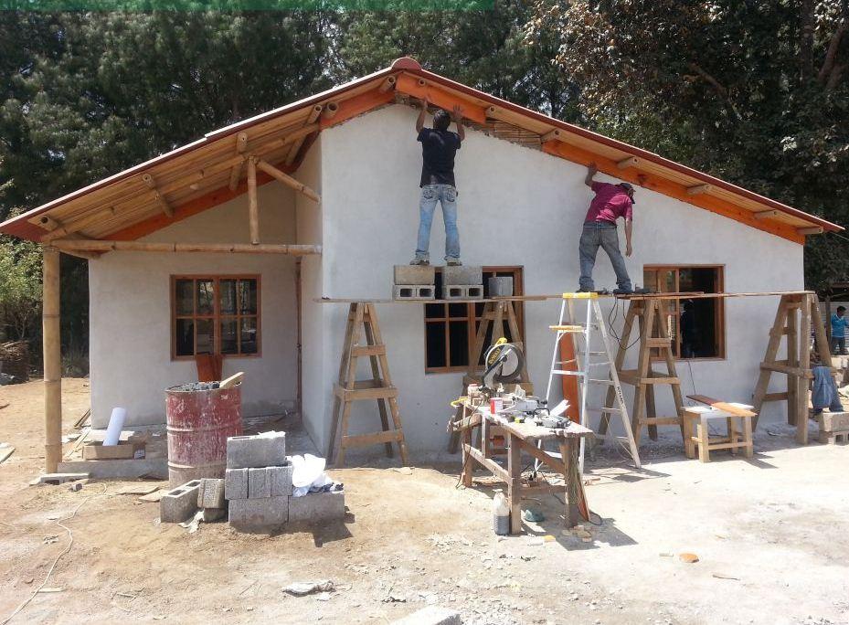 J venes innovadores guatemaltecos destacan en la regi n for Casas modernas guatemala