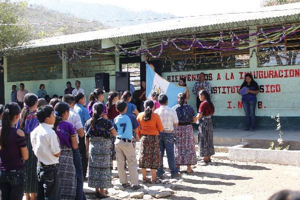 Estudiantes  participan en  inauguración  del Instituto Nacional  de  Educación  Básica.
