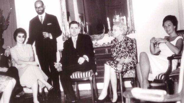 Caridad Mercader en la embajada cubana en París. Hacia 1962. CORTESÍA DE JEAN DUDOUYT