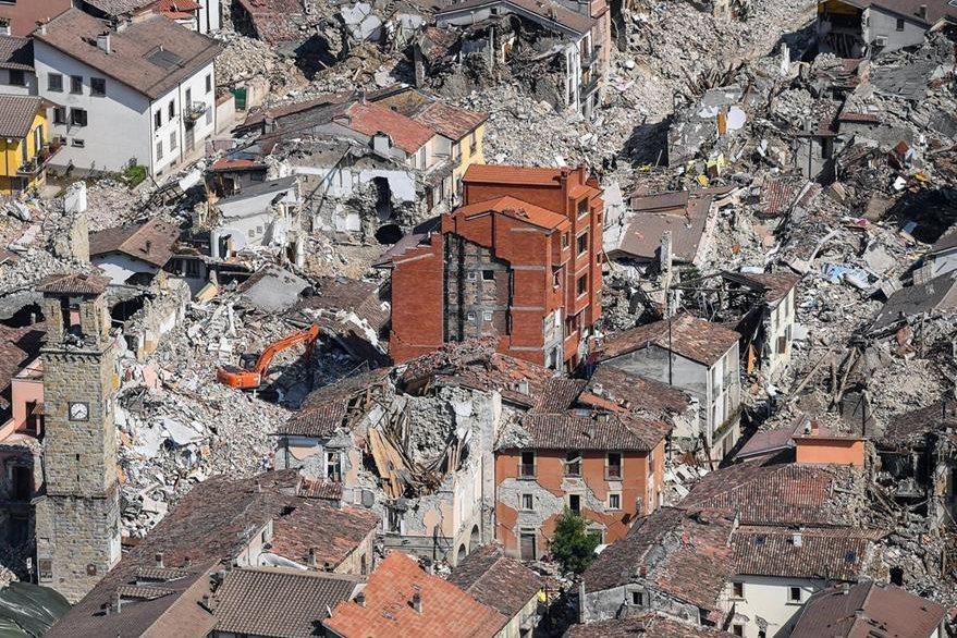 Foto aérea de Amatrice, la ciudad italiana que quedó en ruina por el terremoto del 24 de agosto pasado. (Foto Prensa Libre: AP).