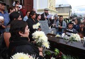 Guatemaltecos caminaron contra la celebración de comicios.
