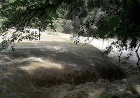 El río Cahabón se desbordó y llegó hasta las pozas de Semuc Champey Foto Prensa Libre: Eduardo Sam)