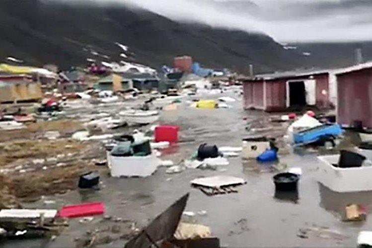 #Video Personas huyen de tsunami en Groenlandia